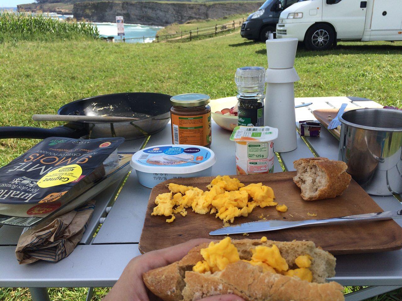 Frühstück am Playa de Langre